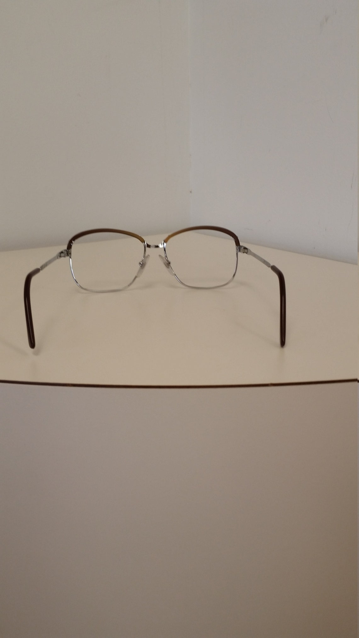 1960s L'Amy Eyeglasses Frame; Silver Metal w/Brown Plastic Brows; Rx-able; Very Nice Vintage Condition; Read Description for Sizing