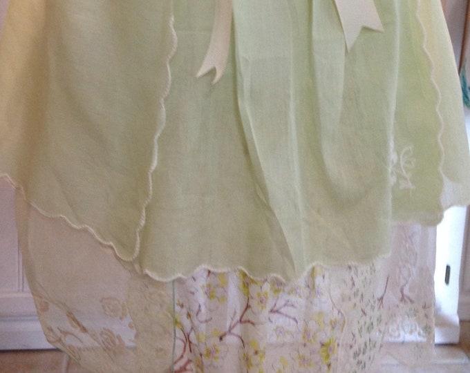Vintage half apron linen crochet napkin shabby chic spring green cream crochet embroidered pockets lined cream grosgrain ribbon ties
