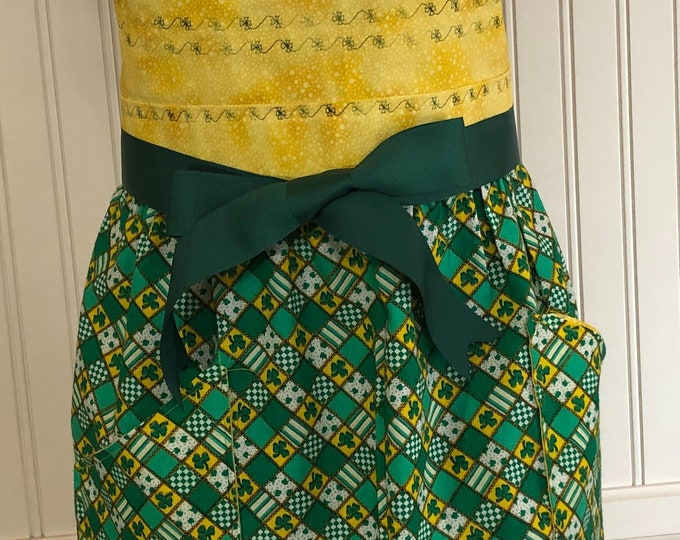 Women's full apron saint Patrick's day apron shamrock apron four leaf clover green yellow green grosgrain ribbon pocket apron circle skirt