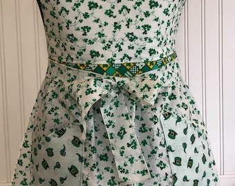 Women's full apron saint Patrick's day apron shamrock apron four leaf clover green white fabric ties pocket apron circle skirt