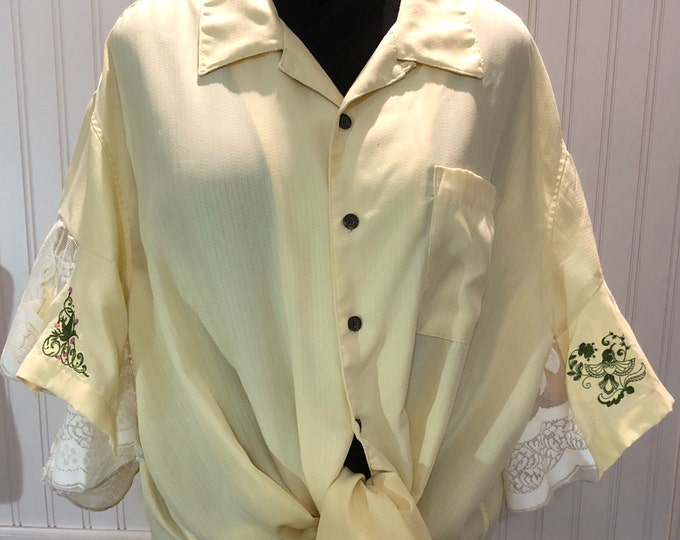 Women XL 2X yellow cotton and lace shirt embroidered back flare sleeves embroidered humming bird low hip tunic length split hem