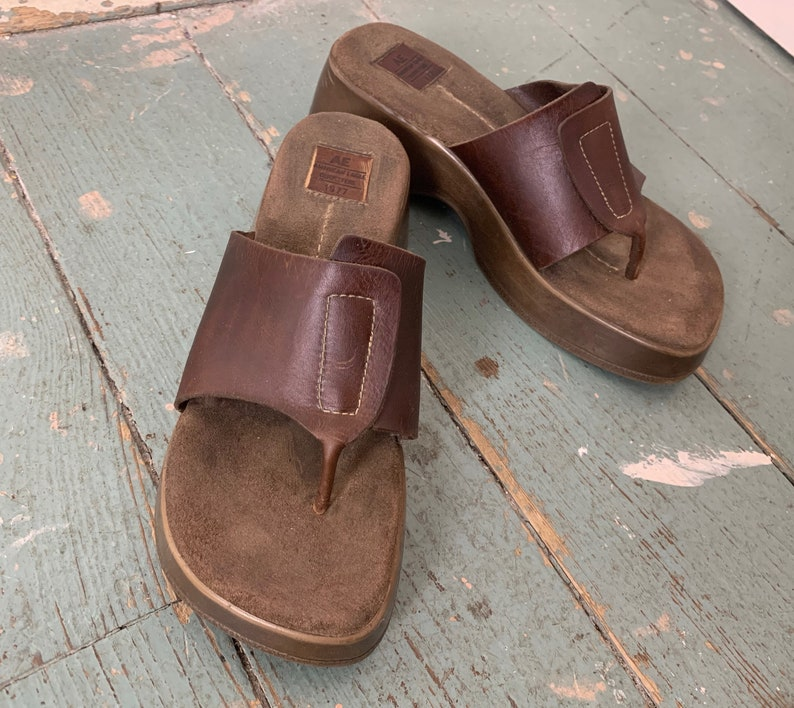 53f390bc02a 90s Platform Slides in Brown Leather 1990s Flip Flop Thong