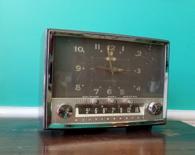 1948 Westinghouse Telechron AM Radio - 5T121R-2 Clock Radio