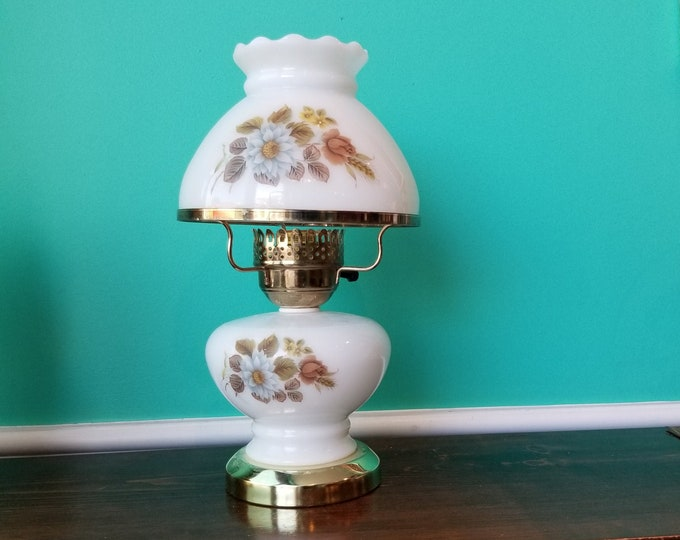 Country Style Milkglass Lamp