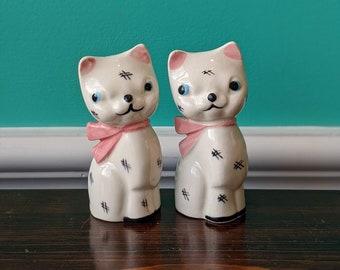 Vintage Napco Ceramic Cat Salt and Pepper Shaker Set