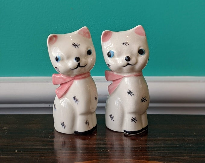 Vintage Napco Ceramic Cat Salt and Pepper Shaker Set