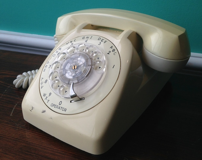 GTE Automatic Electric Cream Colored Model 80 Rotary Phone