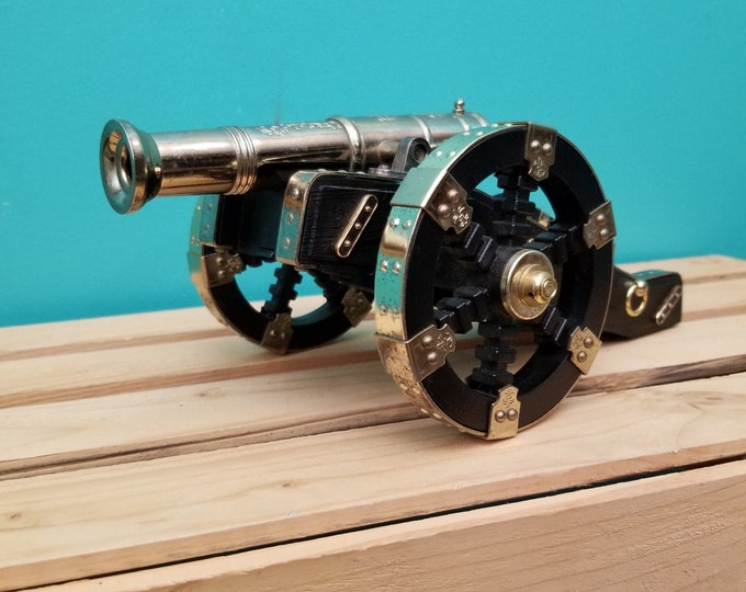 Antique Cannon AM Radio by Waco (Japan)