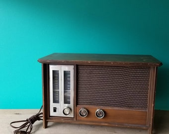Zenith Wooden Tabletop Radio