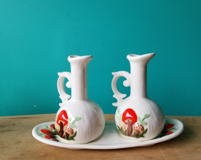 Merry Mushroom Oil and Vinegar Set