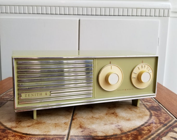 Featured listing image: 1960s Zenith Solid State AM Radio