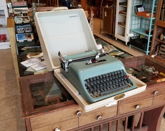 Underwood-Olivetti Studio 44