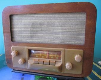 Silvertone AM Radio