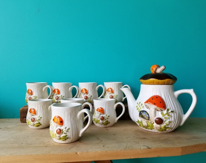 Merry Mushroom Tea  Set - 8 Cups