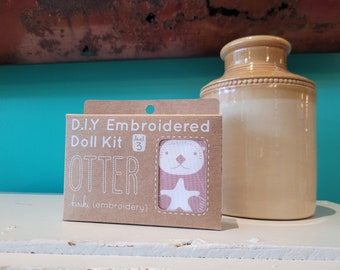 Kiriki Press Embroidery Kit - Sea Otter - Level 3
