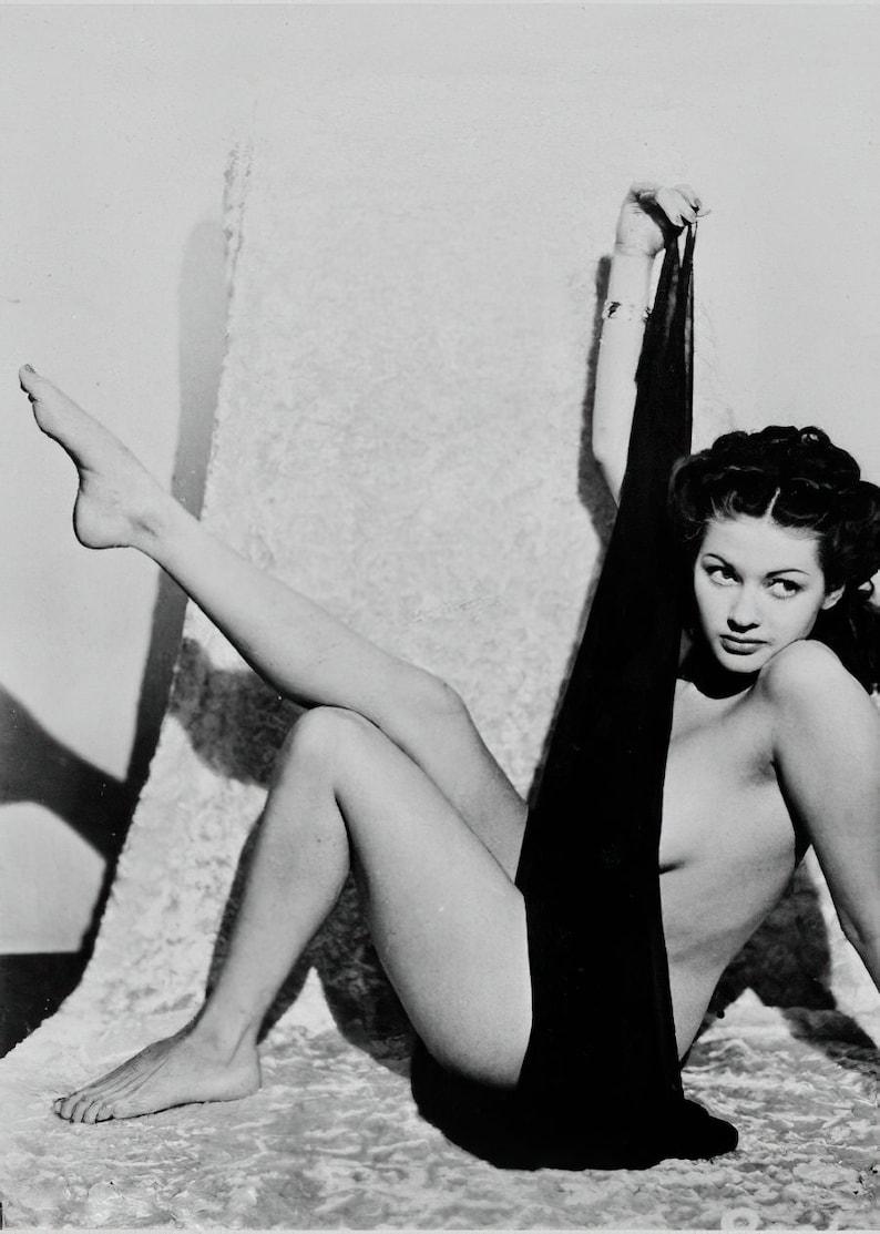 Yvonne de Carlo ca 1940's  nude bombshell  black & image 0