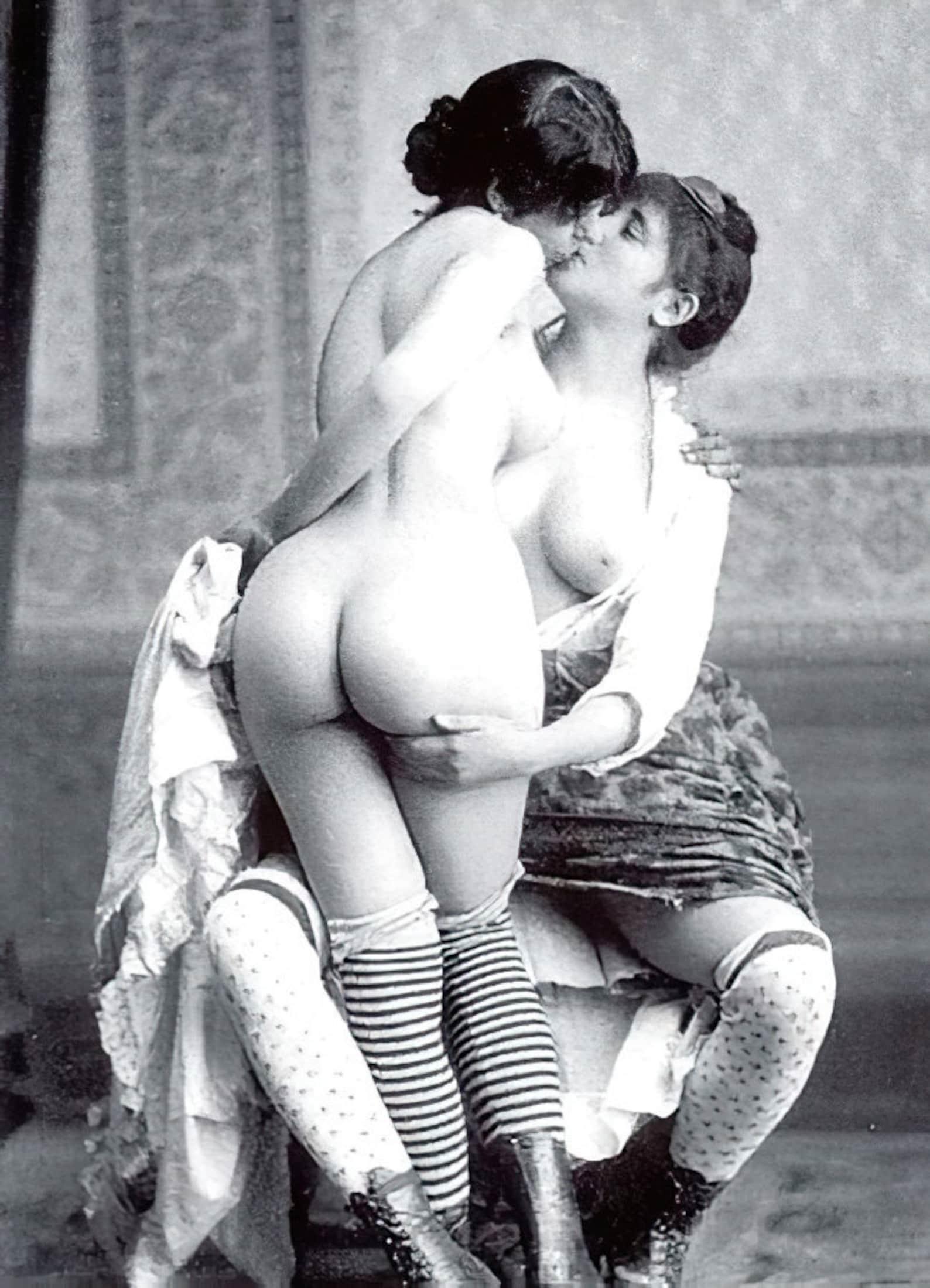 Retro lesbian erotica