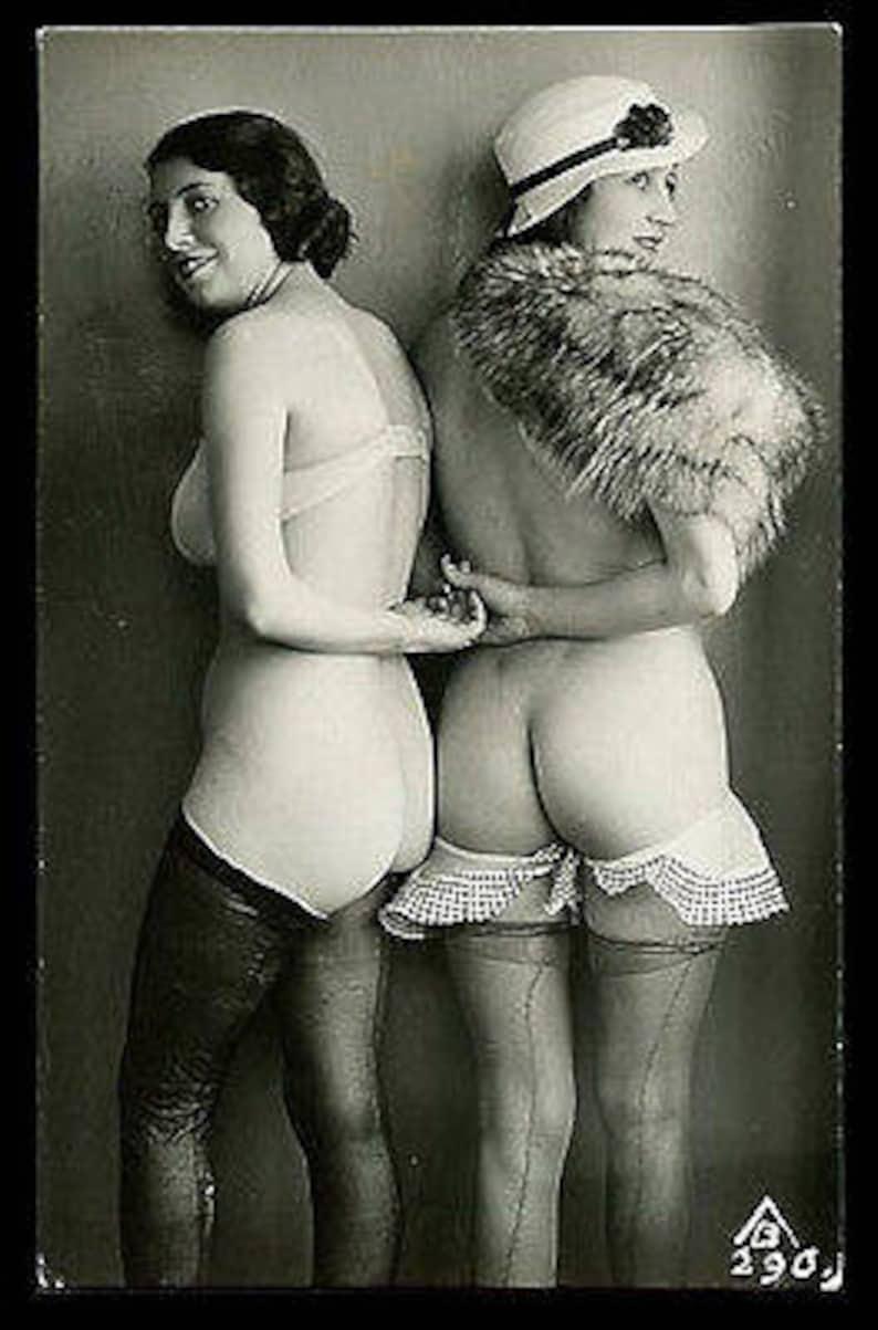 Watch Lesbiennes blondes se montrant main nue et rempli dans la cha on home of the best Perfect Gonzo porn.