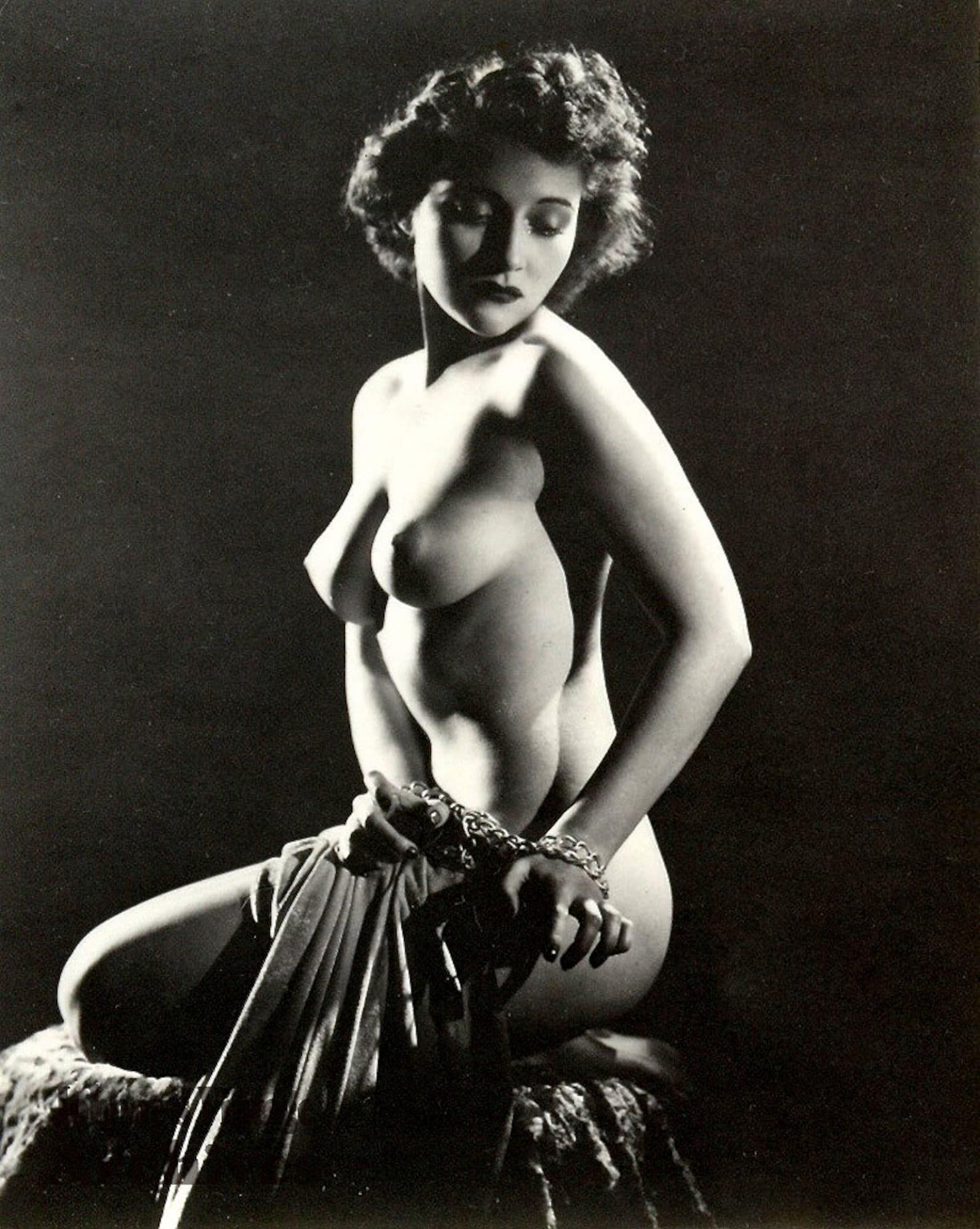 Classic Vintage Retro Nude Women