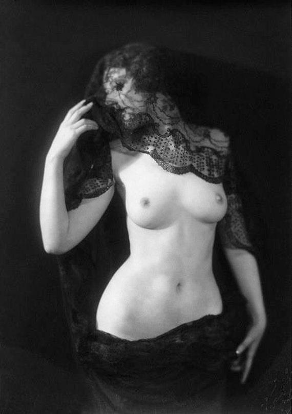 vintage-nude-gothic-asian-pornstar-thumbnails