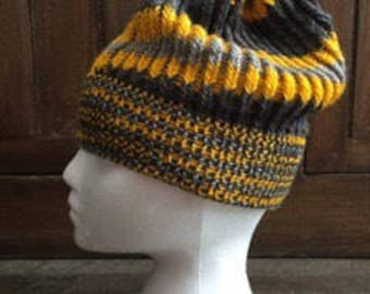 Tri colored slouchy hat