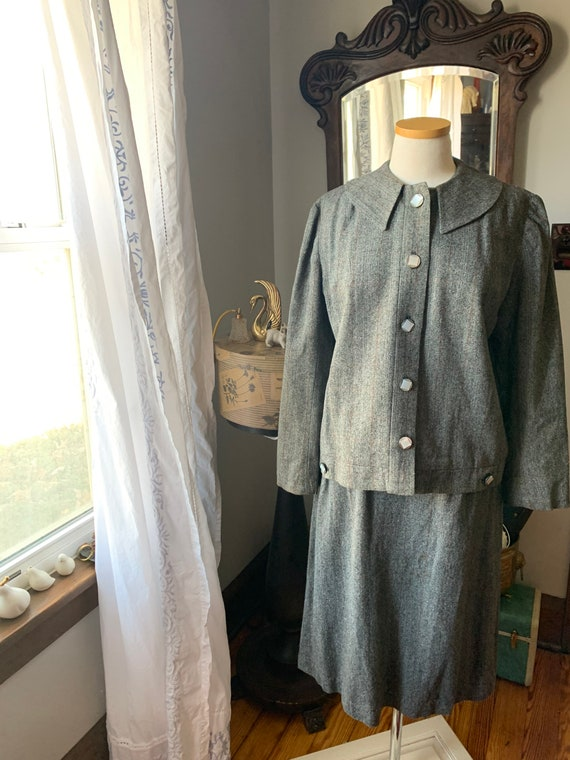 40s Vintage Grey Suit, 40s Wool Cape Suit, 40s Dr… - image 2
