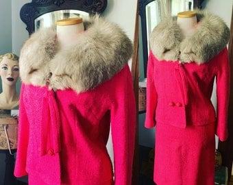Lilli Ann Pink Boucle Fox Fur Collar Suit, 1960s Pink Wool Dress Suit, Vintage Berry Pink Suit, Size Medium Pink Dress Suit, Jacket Skirt