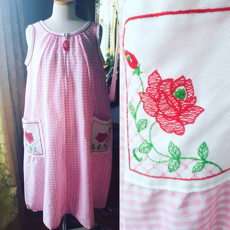 50s Pink Gingham House Dress 50s Size Medium Nightie 1950s Pink Gingham Day Dress 50s Pink Gingham Embroidered Rose Pockets Nightgown