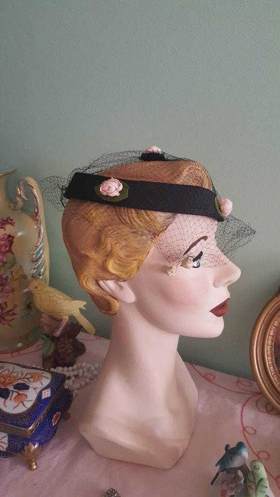 50s Rosebud Hat, 1950s Blush Pink Roses Black Hat… - image 3
