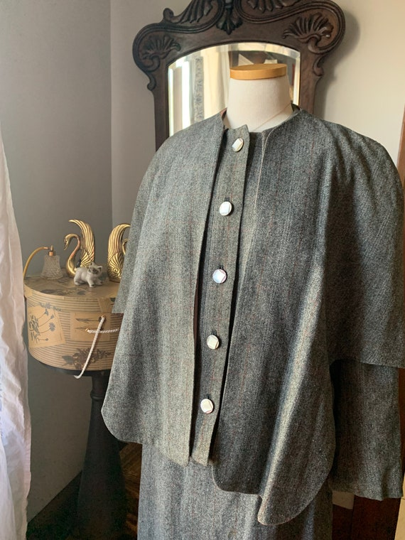 40s Vintage Grey Suit, 40s Wool Cape Suit, 40s Dr… - image 4