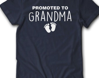 Promoted To Grandma Shirt Feet Pregnancy Announcement T Shirt Gift Idea New Baby Surprise Pregnant Granma Reveal Announce Women 2XL 3XL 4XL