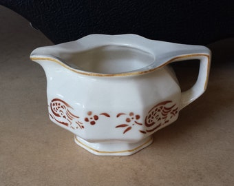 Petrus Regout 324, 'spritzdekor' airbrushed milk pitcher from the 1930's, Sphinx, Maastricht, Netherlands