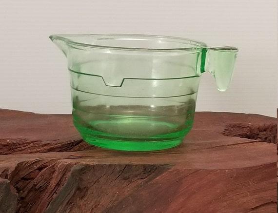 Pink Glass Art Deco Juicer /& 2 Cup Measuring Cup