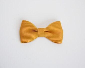 Solid color grosgrain ribbon bow hair clip/ Mustard Yellow / Non-slip hair clip/ Newborn hair bow/ Baby/ Infant hair clip/ Handmade