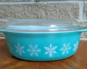 Pyrex Snowflake 1 1 2 Quart Oval Casserole with Lid - Turquoise and White - 045 and 943 - Vintage 1950 39 s 1960 39 s Collectible Kitchenware