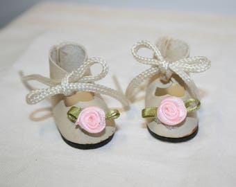 Doll shoes; original laces; pink roses with green leaves; 1-3/4 in soles; sc-02
