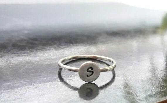 apilamiento por encima de la banda Llano delgada de nudillo anillo. Anillo de plata esterlina Midi