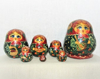 """Nesting Dolls. Rustic Folk Art, 7 wooden hand painted sculpted dolls range in size up to 3.75"""" tall. Each resides inside the next size up"""