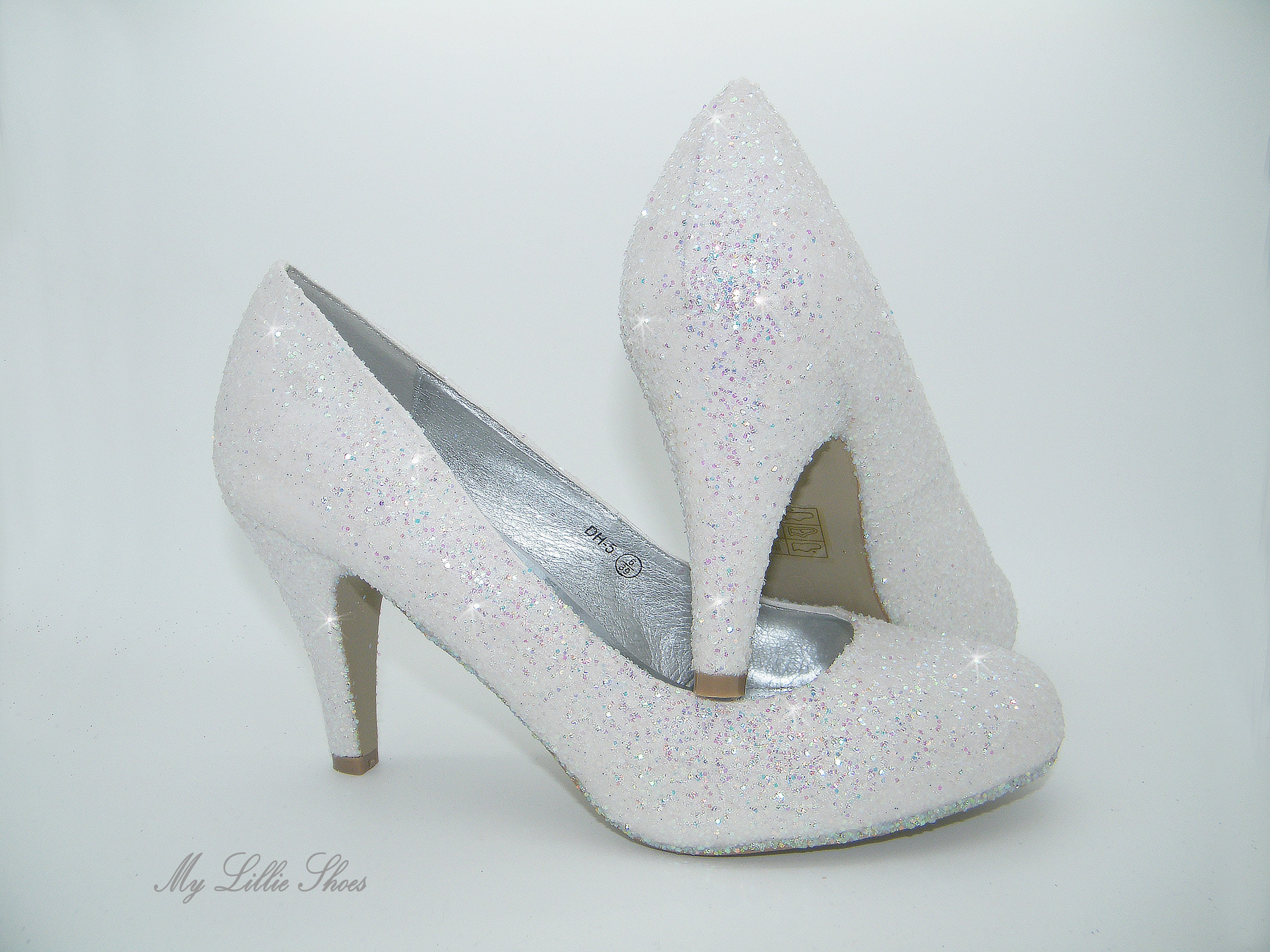 5e00bad0541 White glitter court low heels ~ Comfortable wedding shoes, Low bridal  heels, Bride, Bridesmaid, Maid of honor, Small heel shoes, Party