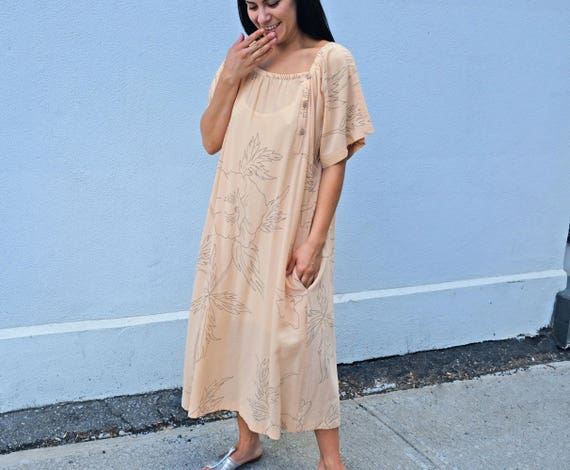 Oversized pink cotton dress with delicate floral p