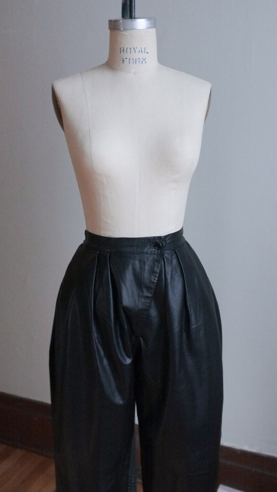 Vintage pleated leather pants / 80's pleated blac… - image 2