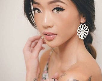 Hawaiian Daisy lace earrings