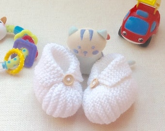 Baby slippers knit, layette, white, wood buttons, birth slippers, birth gift,