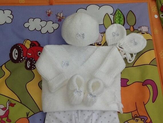 67cf530ab15a Ensemble bébé brassière bonnet chaussons moufles, tricot, laine, blanc,  layette, cadeau naissance