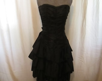 Vintage 1980's Positively Ellyn Black Taffeta Strapless Dress. Size 6 - Knee Length. Made in the USA - Union Made!