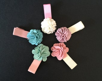 Flower Hair Clip,Baby hair clip,Pompom Baby hair clip,Baby hair bow,Baby hair accessories,Toddler hair clip.toddler hair accessories,pompom