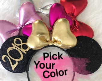 New Years Minnie Ear,New Years Mickey Ear,Personalized Minnie Ears,Black and Gold Minnie Mouse Ears,New Years Photo prop,disney Birthday ear