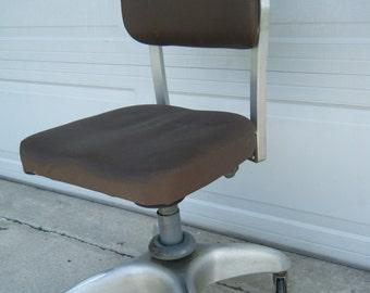 Jahrgang Mitte Jahrhundert Atomaren Industriezeitalter Goodform Propeller  Base Schreibtisch Drehstuhl
