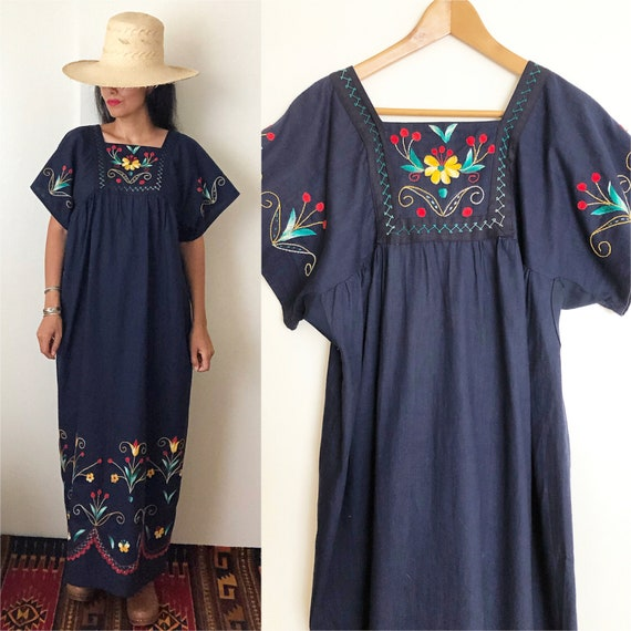 Vintage Mexican Embroidered Dress /  Ethnic Embro… - image 1