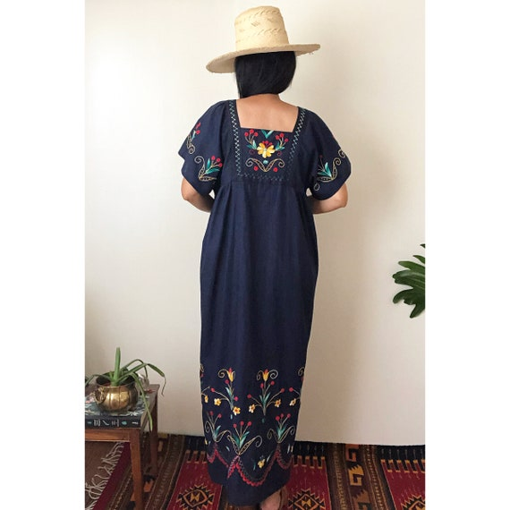 Vintage Mexican Embroidered Dress /  Ethnic Embro… - image 4